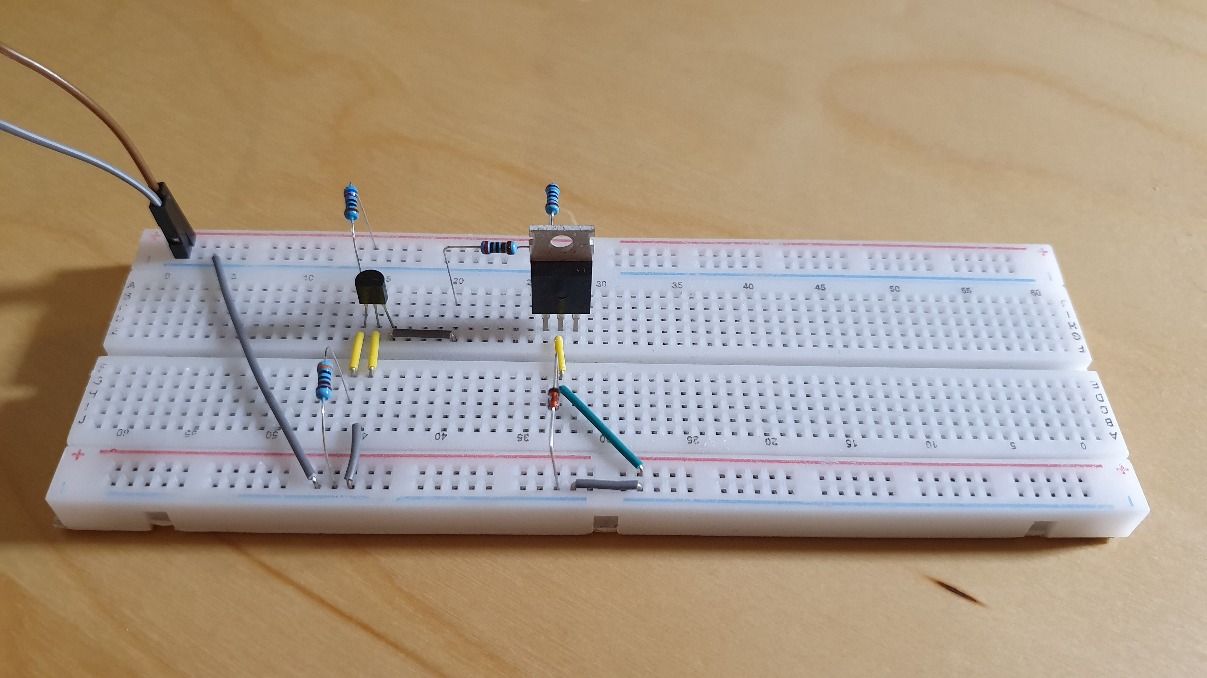 Voltage supervisor circuit with TL431 and a NDP6020 P-Mosfet
